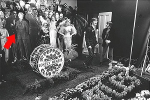 sgt_pepper_stage_hitler-The_Beatles